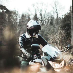 Un masque pour filtrer les particules fines en moto